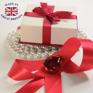 gift box with jewellery made in uk, british gifts and jewellery, gifts for men and women, candles, personalised gifts, experience days, jewellery
